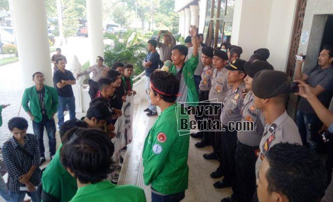 demo distan di kantor bupati
